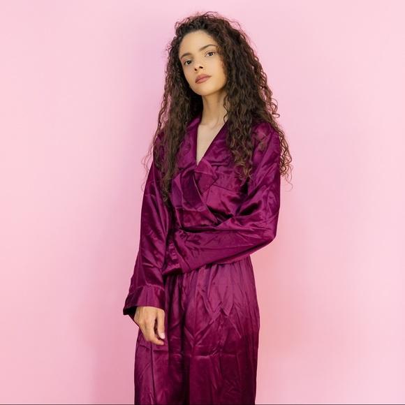 3ea926369f2 Vintage victoria s Secret 100% silk pajamas 🍇. M 5b989b82c2e9fe9b5332c1bf